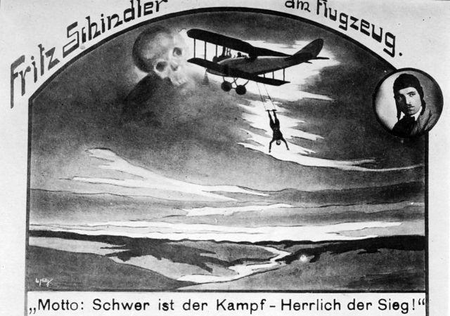 Fritz Schindler am Flugzeug (3)