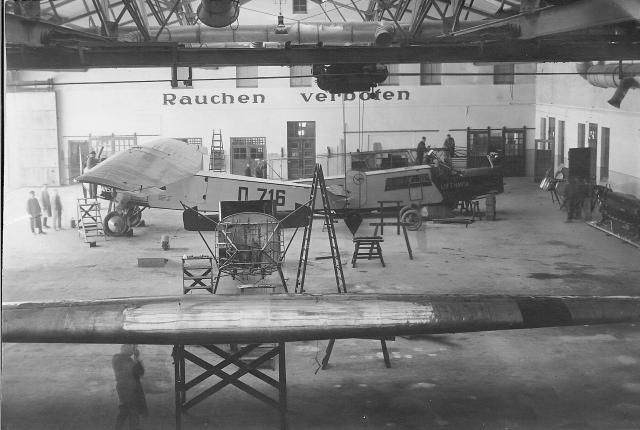 erste Flugzeugreperatur 1926
