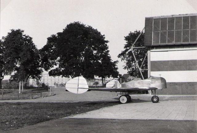 Soldenhoff A4 im Hintergrund Fabrik