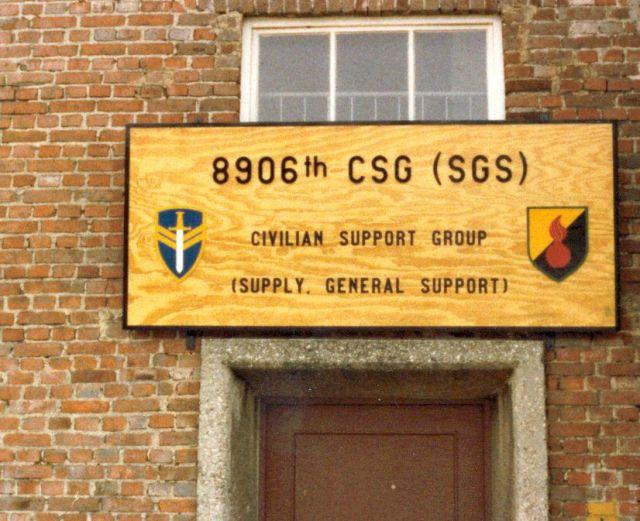 Eingang zur 8906th CSG