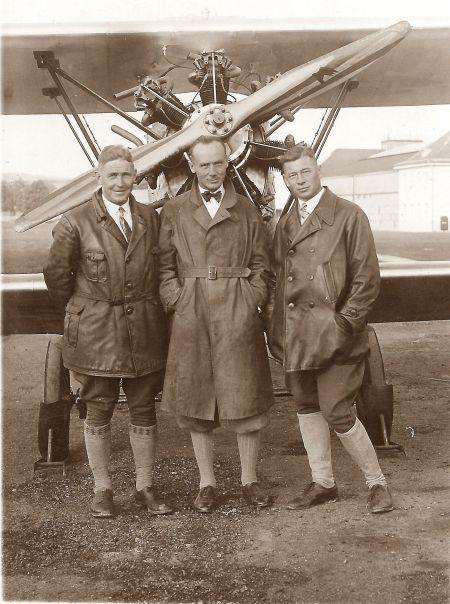 Walter Spengler,Gustav Engwer, Hermann Weller vor Spenglers Schwalbe - 1925
